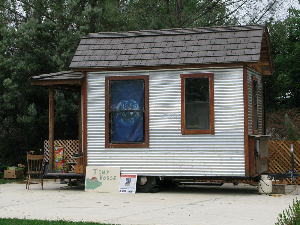 A tiny house in hopland hip e habitat for Small houses oregon